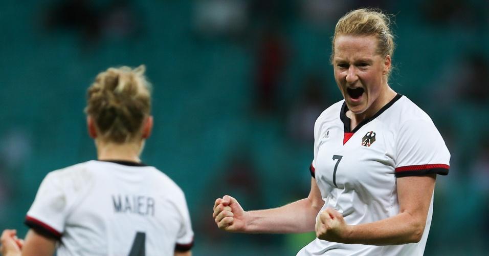Melanie Behringer, da Alemanha, comemora gol na partida das quartas de final contra a China