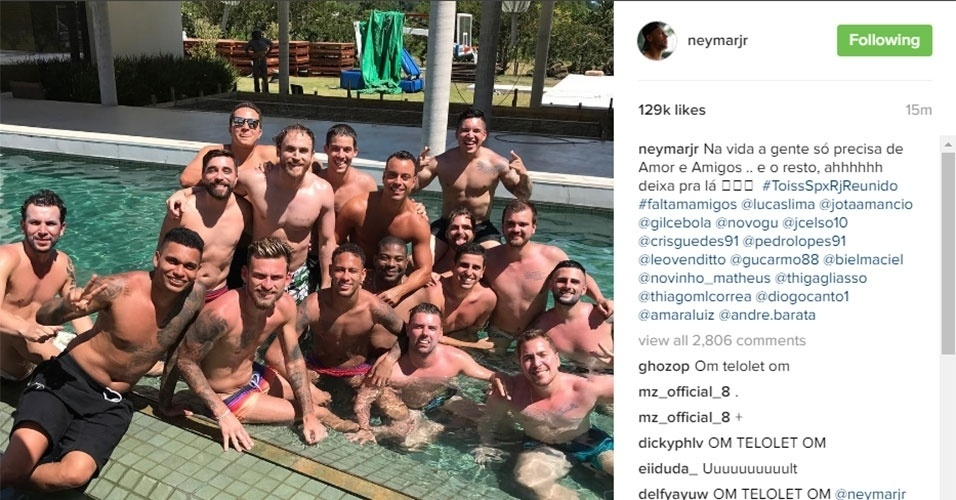 Ao lado de Lucas Lima e parças, Neymar curte piscina nas férias