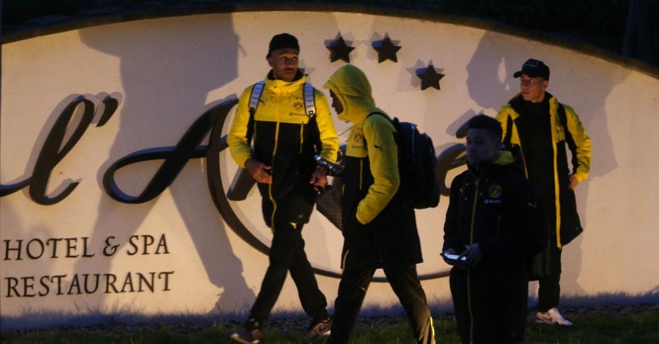 Jogadores do Borussia Dortmundo voltam para hotel após incidente