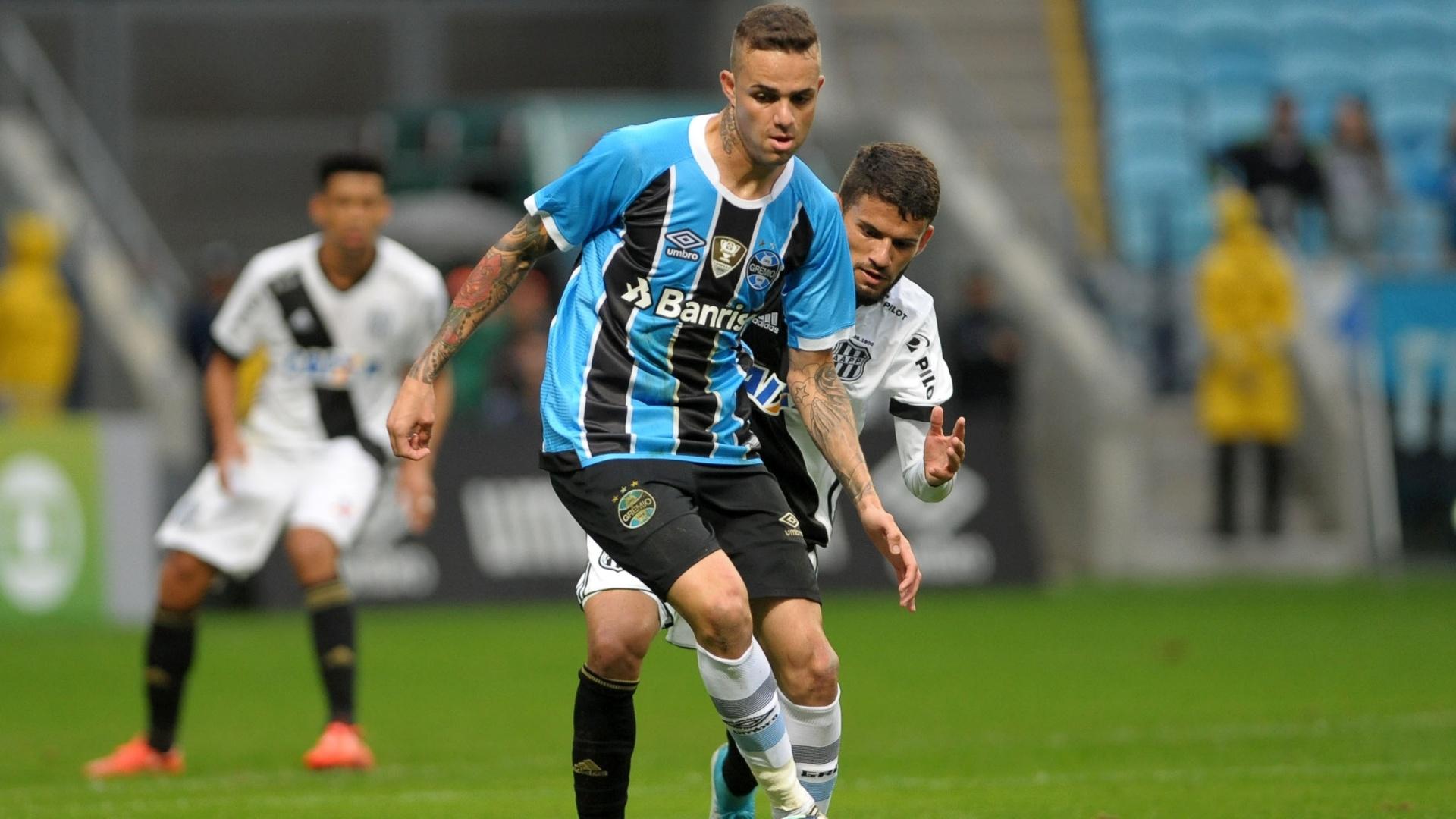 Luan em ação pelo Grêmio contra a Ponte Preta
