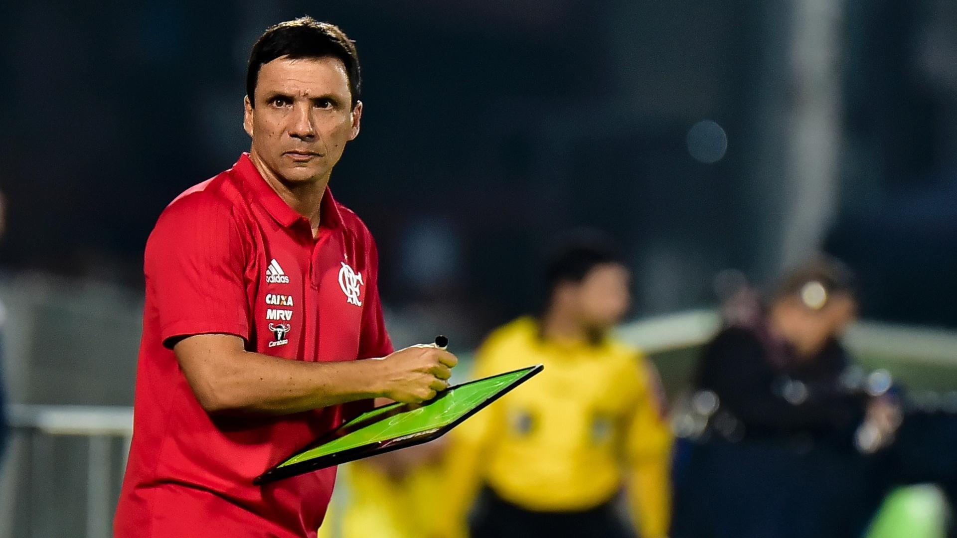 Zé Ricardo usa prancheta em Flamengo x Palmeiras na Ilha do Urubu