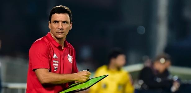 Zé Ricardo durante o empate com o Palmeiras na Ilha. Momento complicado no Flamengo