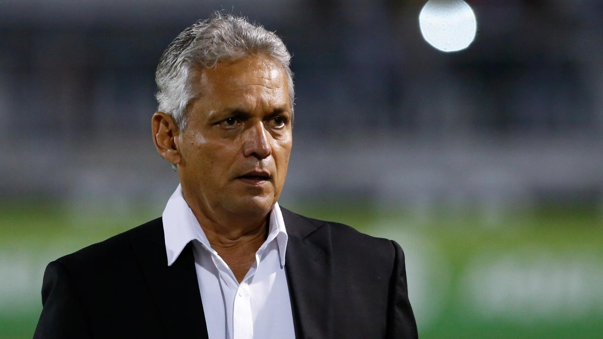Reinaldo Rueda acompanha o jogo entre Flamengo e Ponte Preta