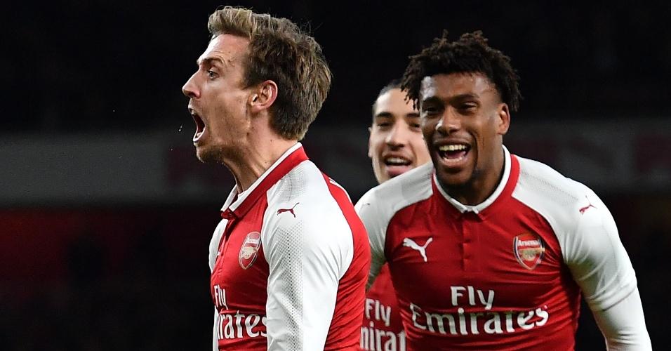 Monreal comemora gol de empate do Arsenal contra o Chelsea 57f6da6e6d1a1