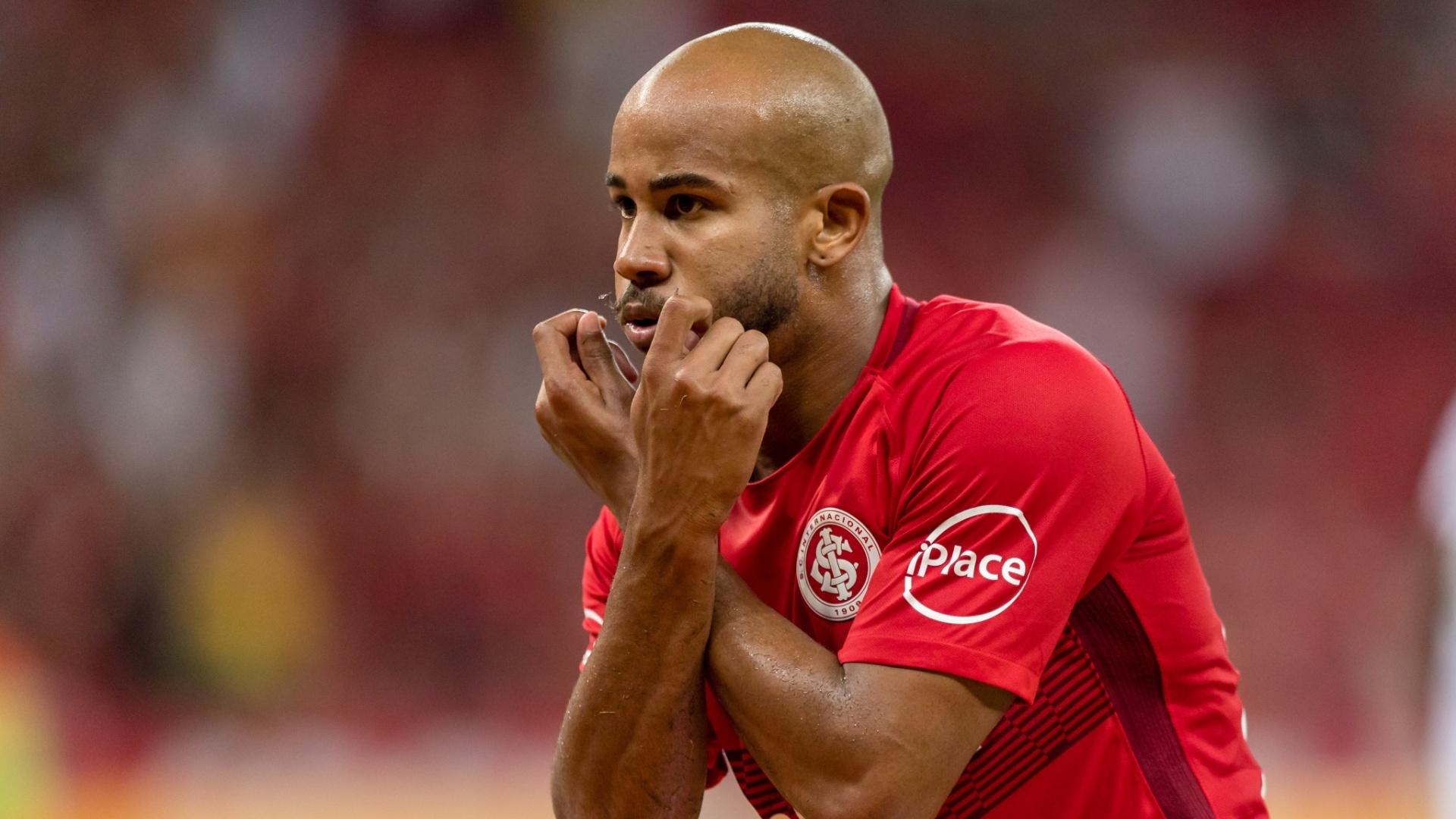Patrick comemora o gol do Internacional diante do Vitória, pela Copa do Brasil