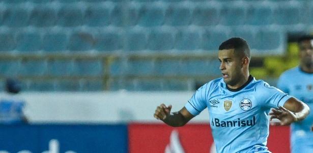 Alisson se junta a Jael, Arthur e Everton como desfalque por lesão muscular no Grêmio