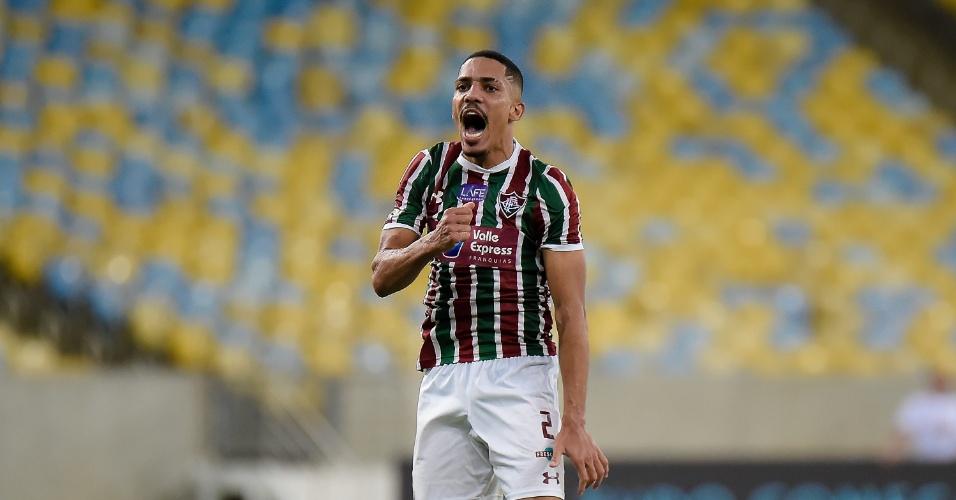 O lateral Gilberto comemora gol do Fluminense diante do Palmeiras