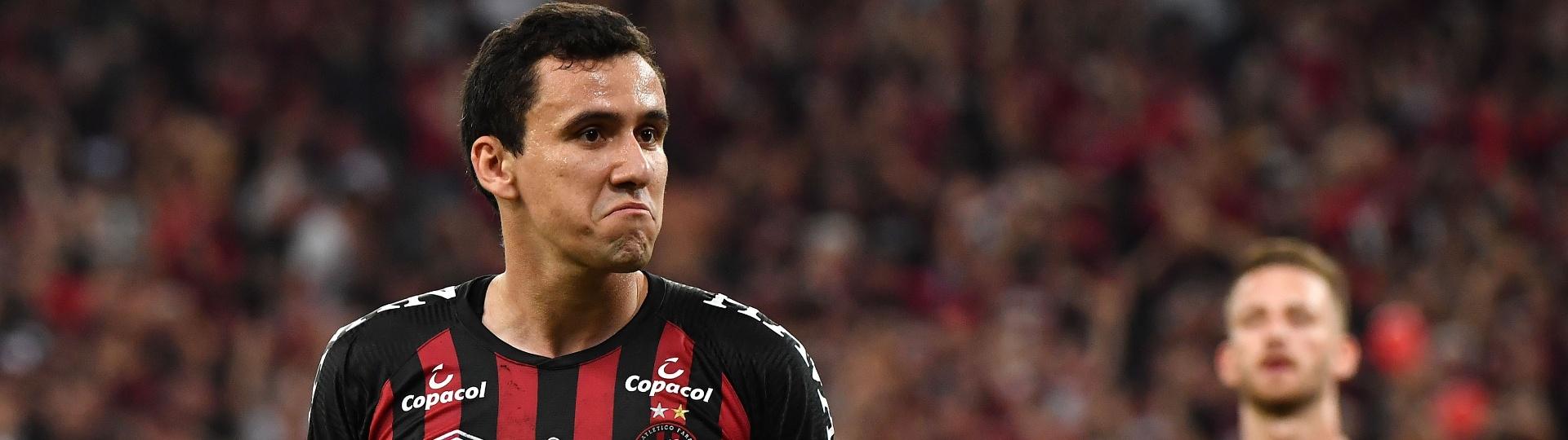 Pablo comemora gol do Atlético-PR contra o Junior de Barranquilla
