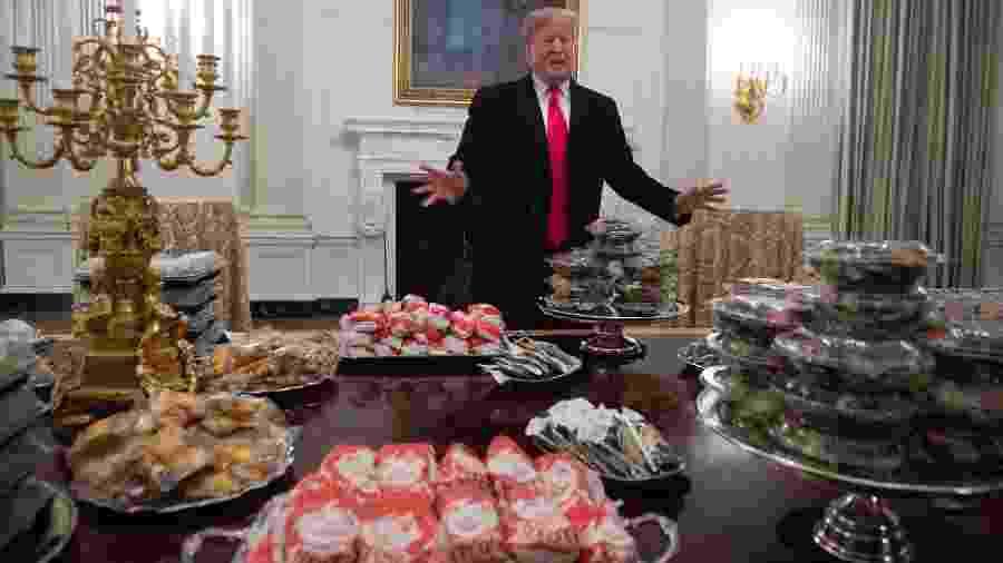 """Trump paga pizza e hambúrgueres na Casa Branca devido ao """"shutdown"""" - SAUL LOEB/AFP"""