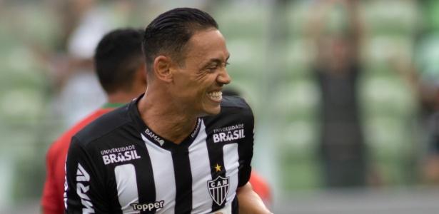 Ricardo Oliveira comemora gol do Atlético-MG na vitória sobre o Boa Esporte - Marcelo Alvarenga/AGIF
