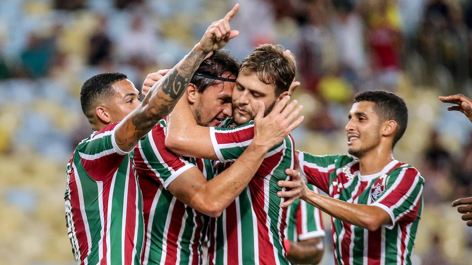 Jogadores do Fluminense comemoram gol contra o Madureira