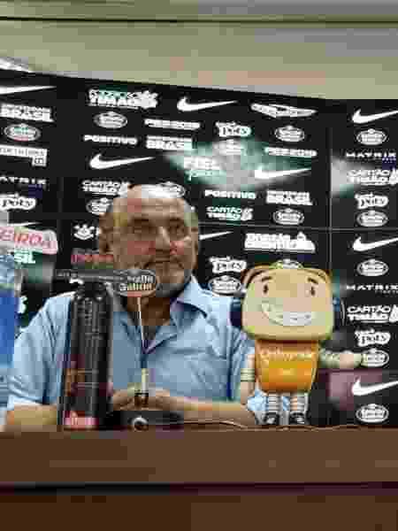 Rosenberg, diretor de marketing do Corinthians, e Bruno Sousa, representante da Orthopride - Divulgação/Corinthians