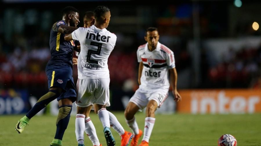 Rafael Carioca e Igor Vinícius sofrem choque na partida São Paulo 0 x 0 Red Bull Brasil pelo Campeonato Paulista - @RedBullFutebol/Twitter