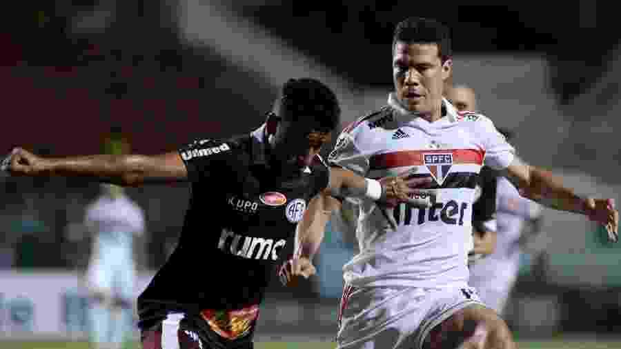 Hernanes durante jogo entre São Paulo e Ferroviária - Marcello Zambrana/AGIF