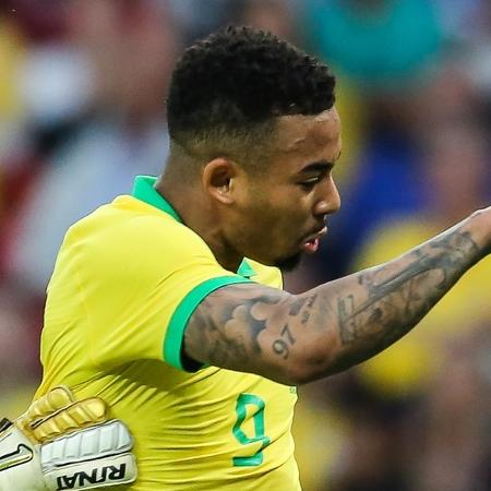 Gabriel Jesus bate para o gol no amistoso Brasil x Honduras no Beira-Rio - Pedro H. Tesch/AGIF