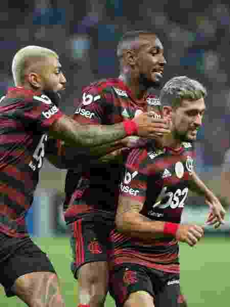 Gabigol comemora gol de Arrascaeta, que deu a vitória ao Flamengo no Mineirão - Alexandre Vidal/Flamengo