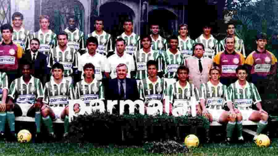 Marques (terceiro sentado da direita para a esquerda) com o elenco do Palmeiras em 1992 - Divulgação
