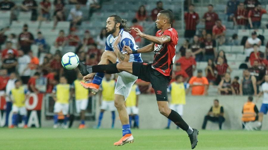 Apodi é um dos suspensos do CSA para o jogo contra a Chapecoense - Gabriel Machado/AGIF