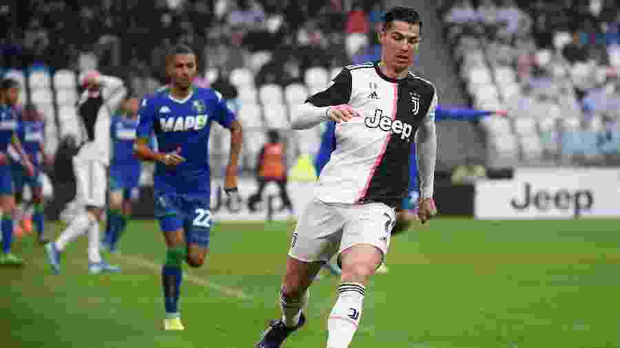 Cristiano Ronaldo em ação na partida entre Juventus e Sassuolo pelo Campeonato Italiano - Marco Bertorello/AFP