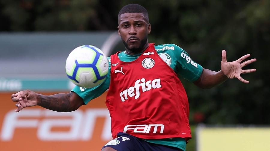 Emerson Santos, zagueiro do Palmeiras - Cesar Greco/Ag. Palmeiras/Divulgação