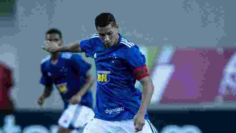 Matheus Pereira, lateral esquerdo do sub-20 do Cruzeiro, está na mira do Estoril, de Portugal, no mercado da bola - Gustavo Aleixo/Cruzeiro