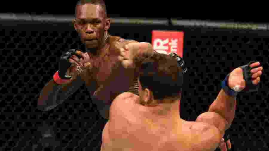 "Israel Adesanya nocauteou Paulo ""Borrachinha"" Costa em sua última luta no UFC - Josh Hedges/Zuffa LLC"