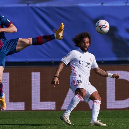 Marcelo pode deixar o Real Madrid no mercado da bola - Diego Souto/Quality Sport Images/Getty Images
