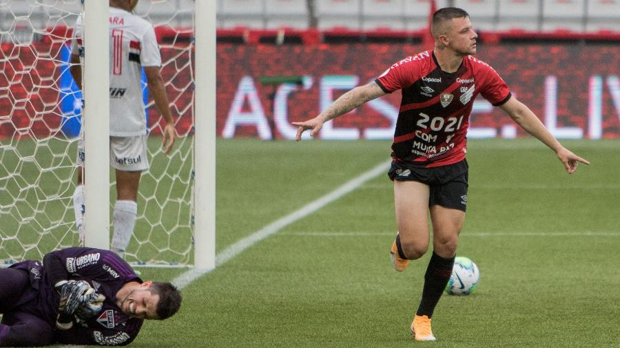 Renato Kayser, do Athletico-PR, comemora gol diante do São Paulo pelo Brasileirão - Robson Mafra/AGIF