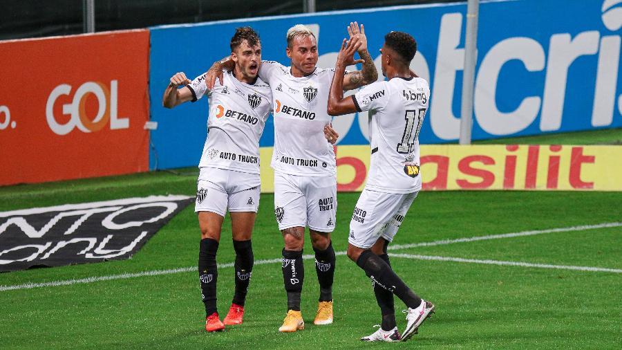 """Em boa fase, Hyoran tem sido """"arma importante"""" de Sampaoli e ajuda ataque atleticano, que tem ainda Keno e Vargas - Fernando Alves/AGIF"""