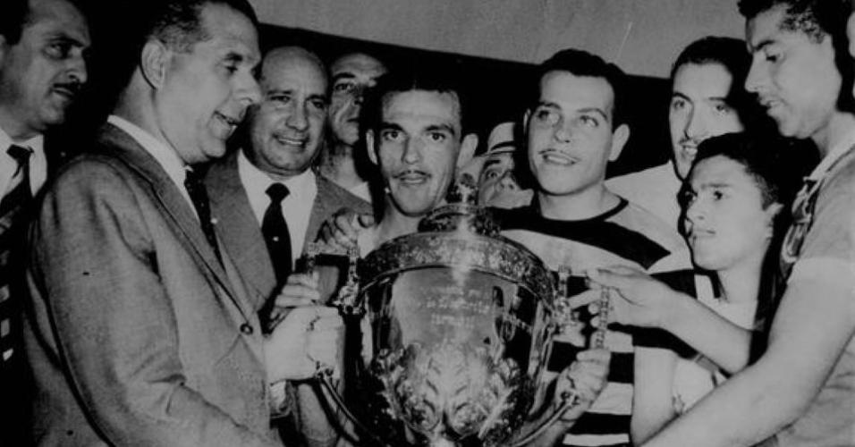 Palmeirenses com a taça da Copa Rio de 1951