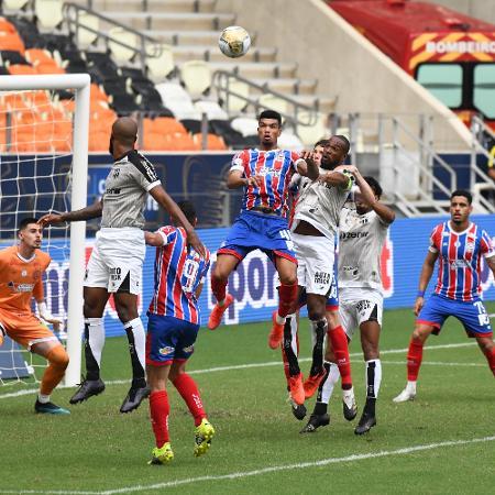 Lance de jogo entre Ceará e Bahia, pela final da Copa do Nordeste - Kely Pereira/AGIF