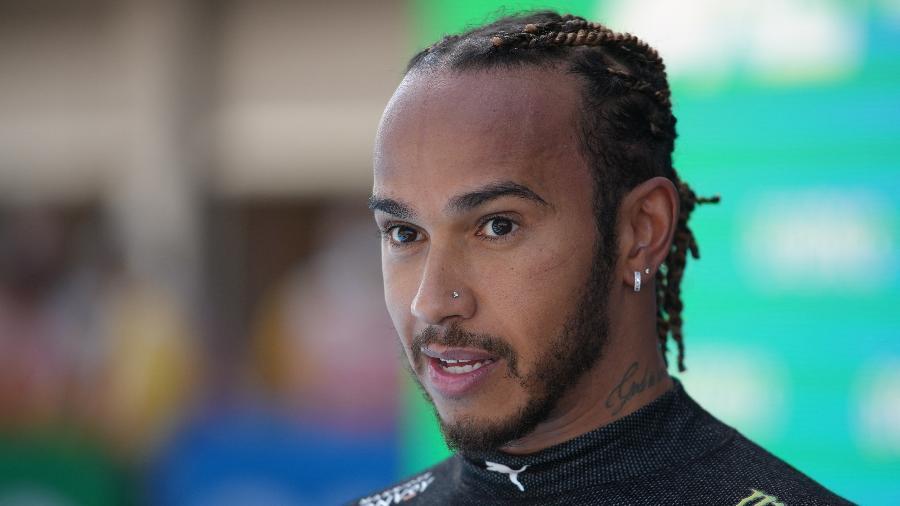 Lewis Hamilton, da Mercedes, após conquistar a 100ª pole position da carreira - Emilio Morenatti / AFP)