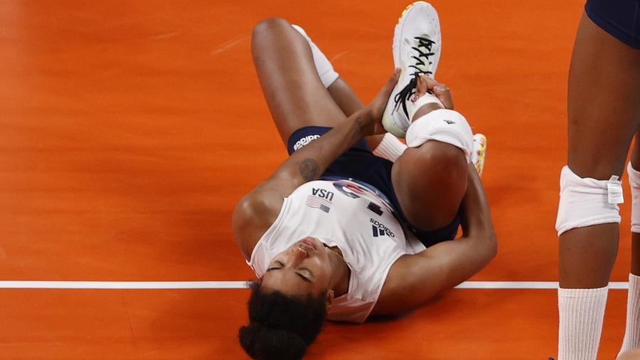 Jordan Thompson sente lesão durante jogo dos Estados Unidos contra a Rússia - Valentyn Ogirenko/Reuters