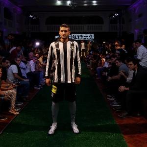 ef302bd6dc Botafogo lança uniforme e revela reforço de gandula musa para TV do ...