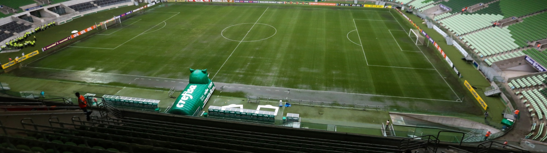 Chuva afeta gramado do Allianz Parque antes do confronto entre Palmeiras e Coritiba