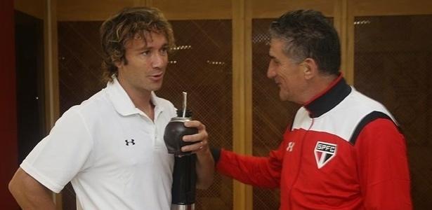 Lugano e Bauza em conversa no CT do clube  - Rubens Chiri/saopaulofc.net
