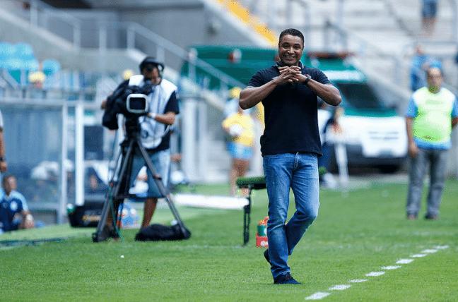 Roger Machado gesticula em vitória do Grêmio sobre o Lajeadense no Campeonato Gaúcho