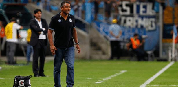 Roger Machado comanda o Grêmio na partida contra o Toluca, na Arena