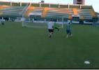 Alan Ruschel aparece driblando e chutando para o gol em treino da Chape