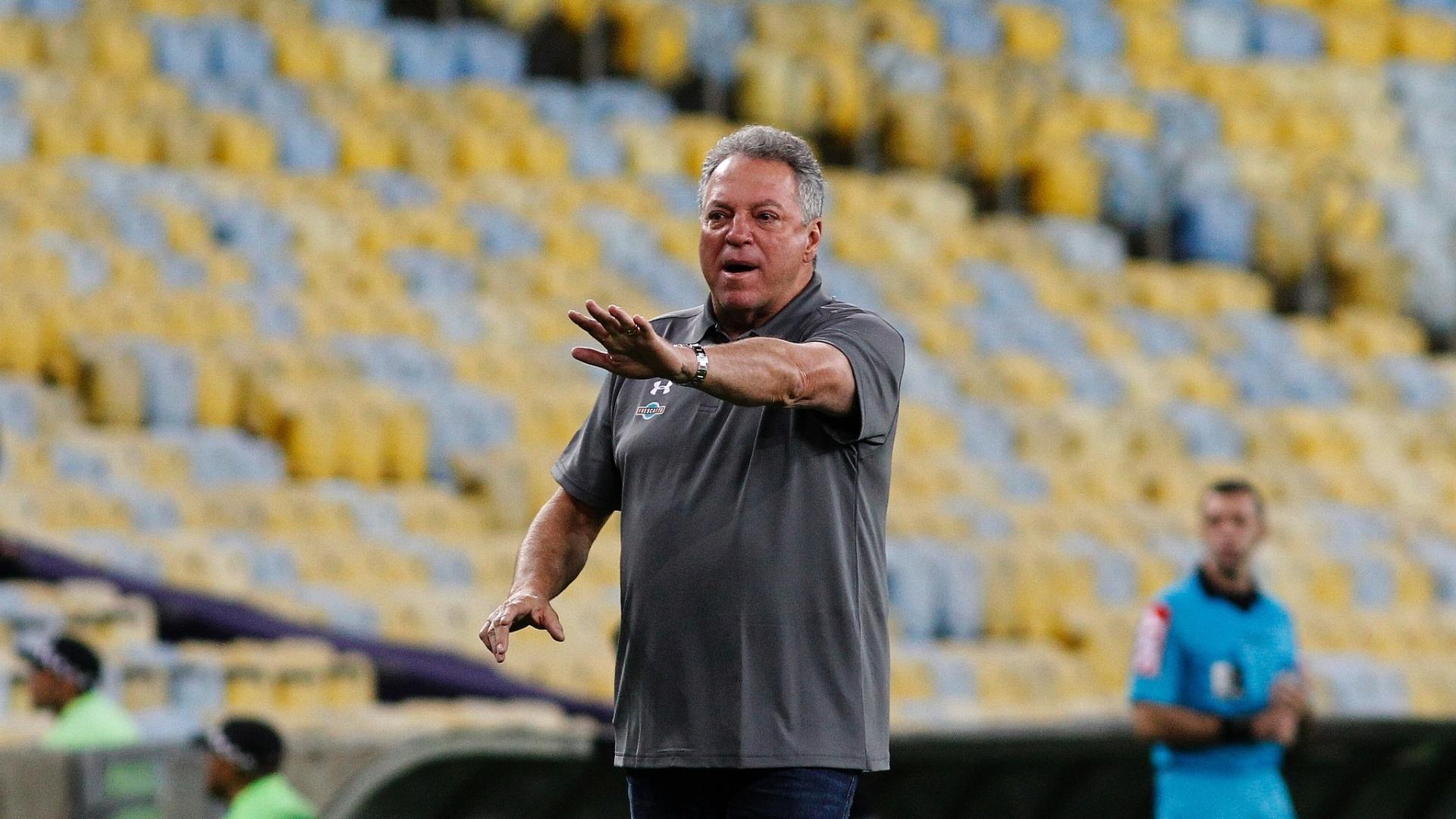 O técnico do Fluminense Abel Braga em jogo contra o Atlético-MG