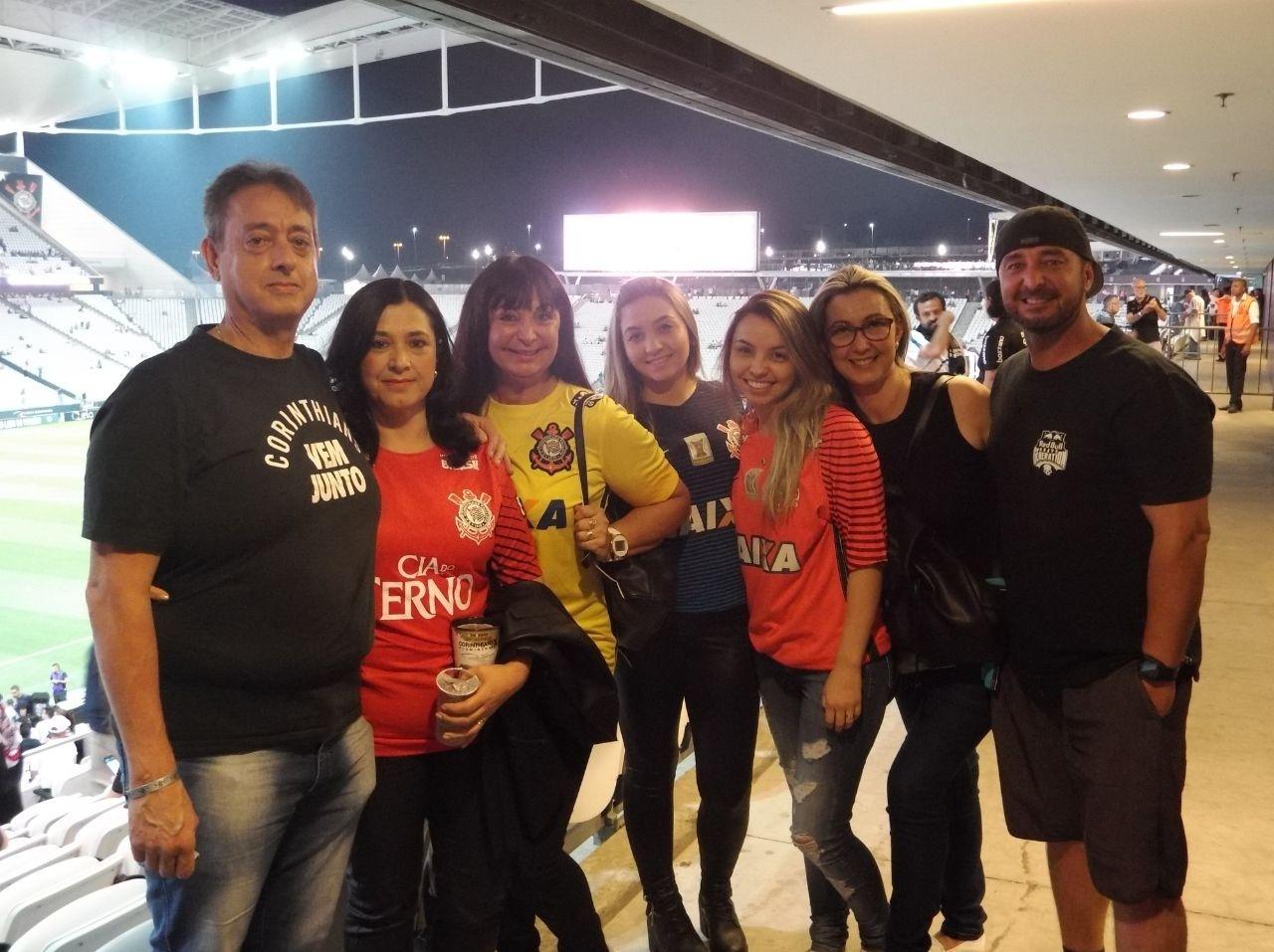 Familiares do goleiro Caíque, que será titular na partida desta quarta-feira