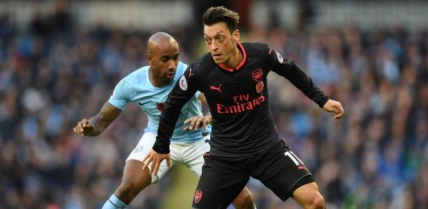Özil tem contrato com o Arsenal até julho de 2018 e não pretende renovar - PAUL ELLIS/AFP