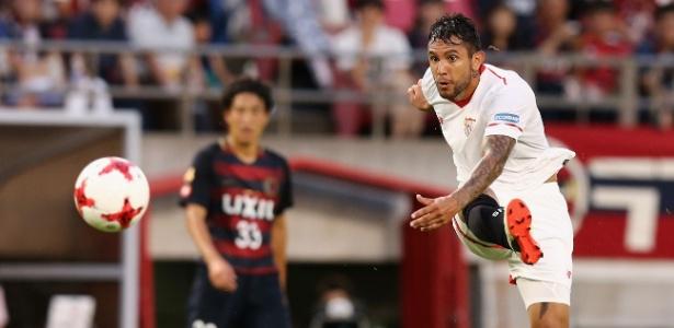 Walter Montoya, do Sevilla, arrisca chute; meia interessa a Inter, Boca e River