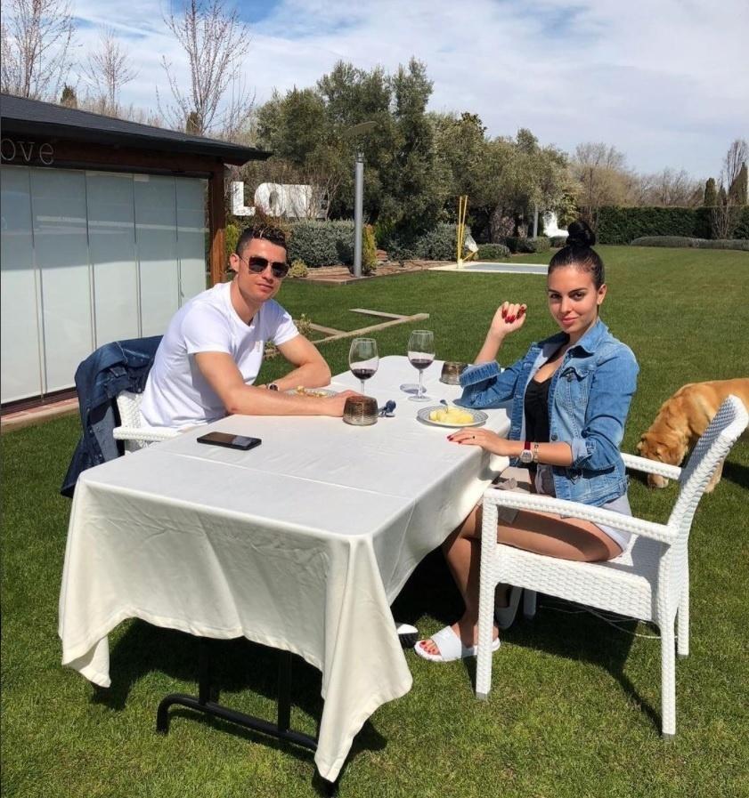 Cristiano Ronaldo em almoço de Páscoa com a namorada