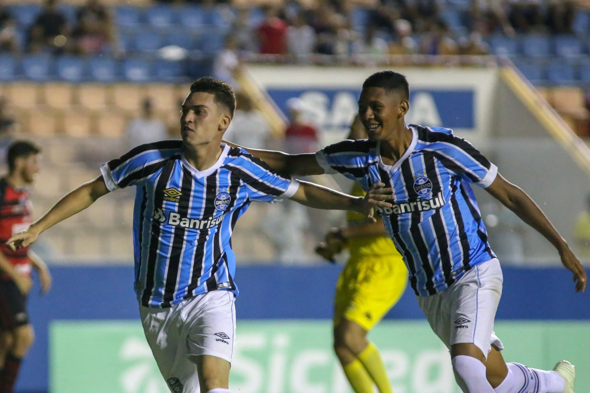 3a3624fcc2 Grêmio vence Oeste