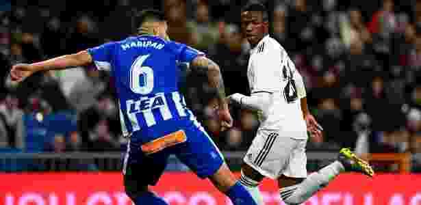 Vinícius Júnior teve atuação de gala e marcou contra o Alavés neste domingo - Gabriel Bouys/AFP
