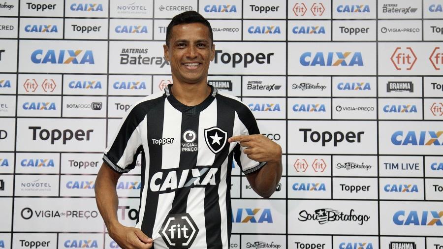 Volante Cícero foi apresentado pelo Botafogo nesta segunda-feira - Vitor Silva/SSPress/Botafogo