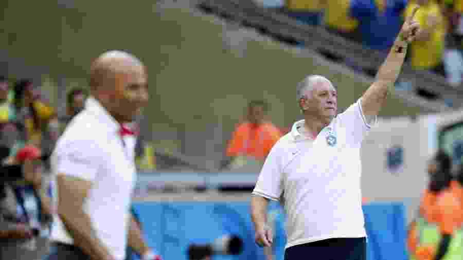 5610656725 Clássico tem futebol de resultado de Felipão contra jogo bonito de Sampaoli