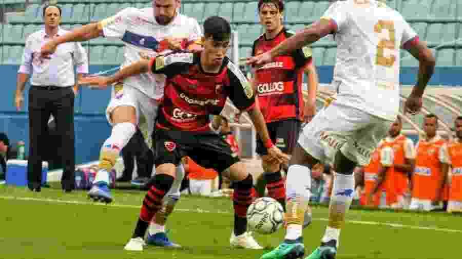 Pedrinho, revelação do Oeste, em jogo contra o Fortaleza - Jefferson Vieira/Oeste FC
