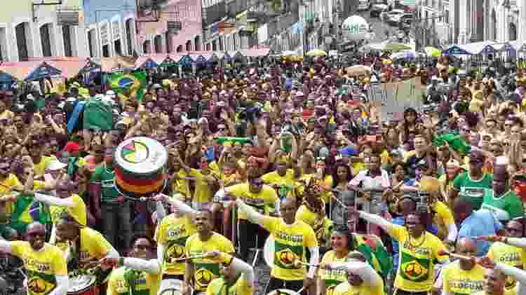 Há exibição de flashes da apresentação antes, durante e depois dos jogos da seleção brasileira - UOL